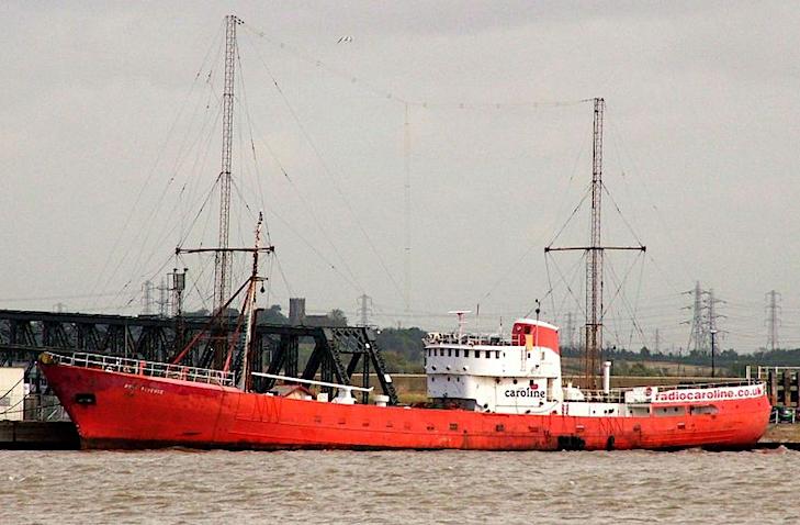 2010: Caroline moet masten verwijderen (video)