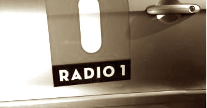 2011: Penisverlengers aangeboden bij Radio 1