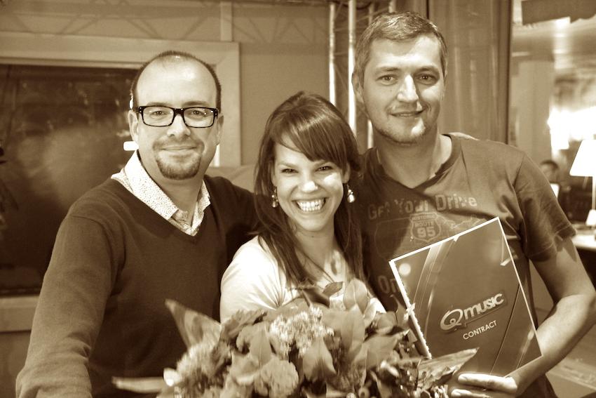 2012: Qmusic laat het ochtendteam flippen (video)