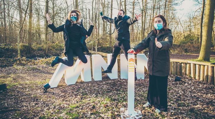 Overleven MNM-dj's Sander Gillis en Laura Govaerts een week in het bos?